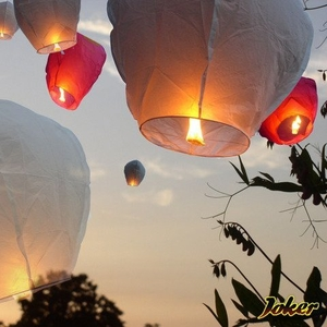 небесные воздушные фонарики